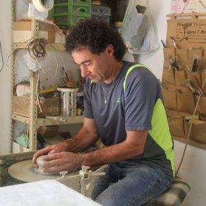 Daniele-Giombi-keramiek-terracotta-Fratte-Rosa-Italian-Stories-4